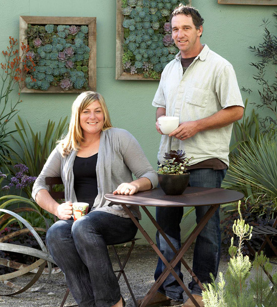 via http://www.bhg.com/gardening/container/plans-ideas/make-a-living-succulent-picture/#page=1