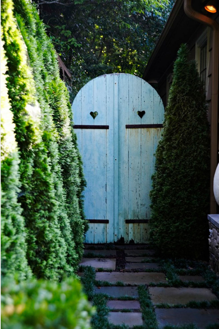 via http://www.housebeautiful.com/lifestyle/gardening/a3712/garden-gates/?zoomable