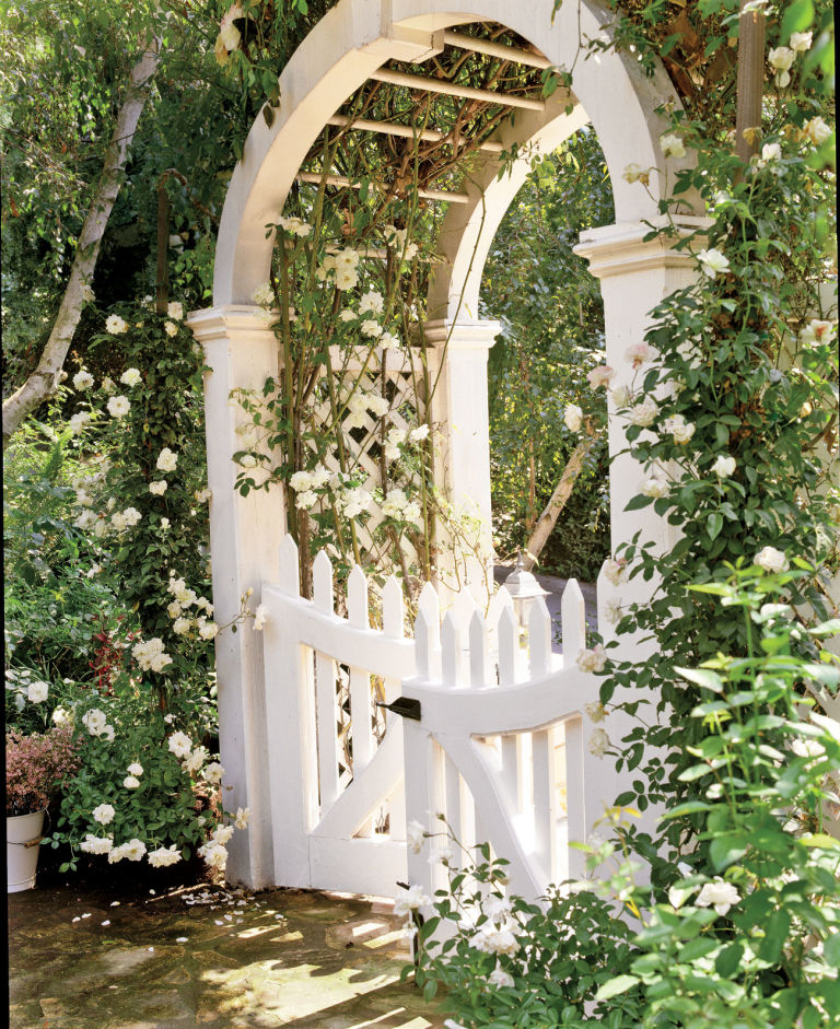 via http://www.housebeautiful.com/lifestyle/gardening/a3712/garden-gates/