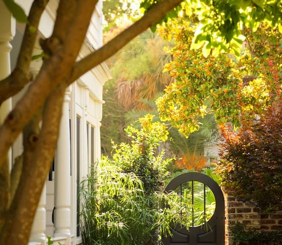 Zahradní vrátka či branky jako prvek vnášející do zahrady tajemství