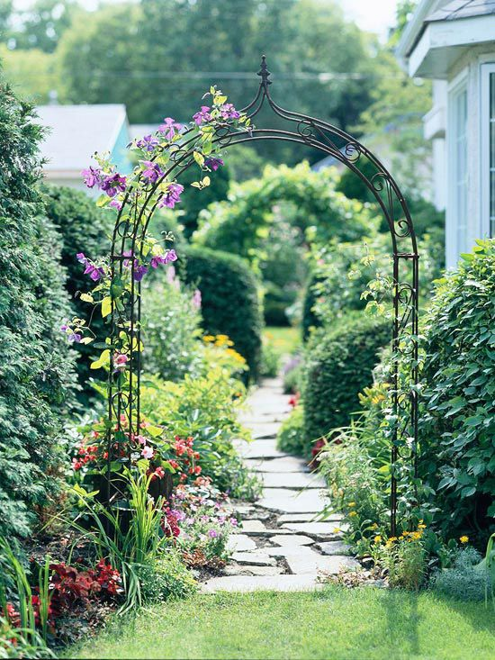 via http://www.bhg.com/gardening/landscaping-projects/landscape-basics/smart-side-yard-solutions/?socsrc=bhgpinConnectingSideYard012413#page=2