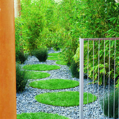 via http://www.sunset.com/garden/backyard-projects/great-garden-paths-photos/garden-path-grass-circles